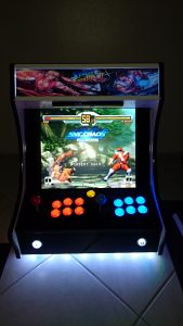 homemade street fighter 2 themed bartop : front and powered on